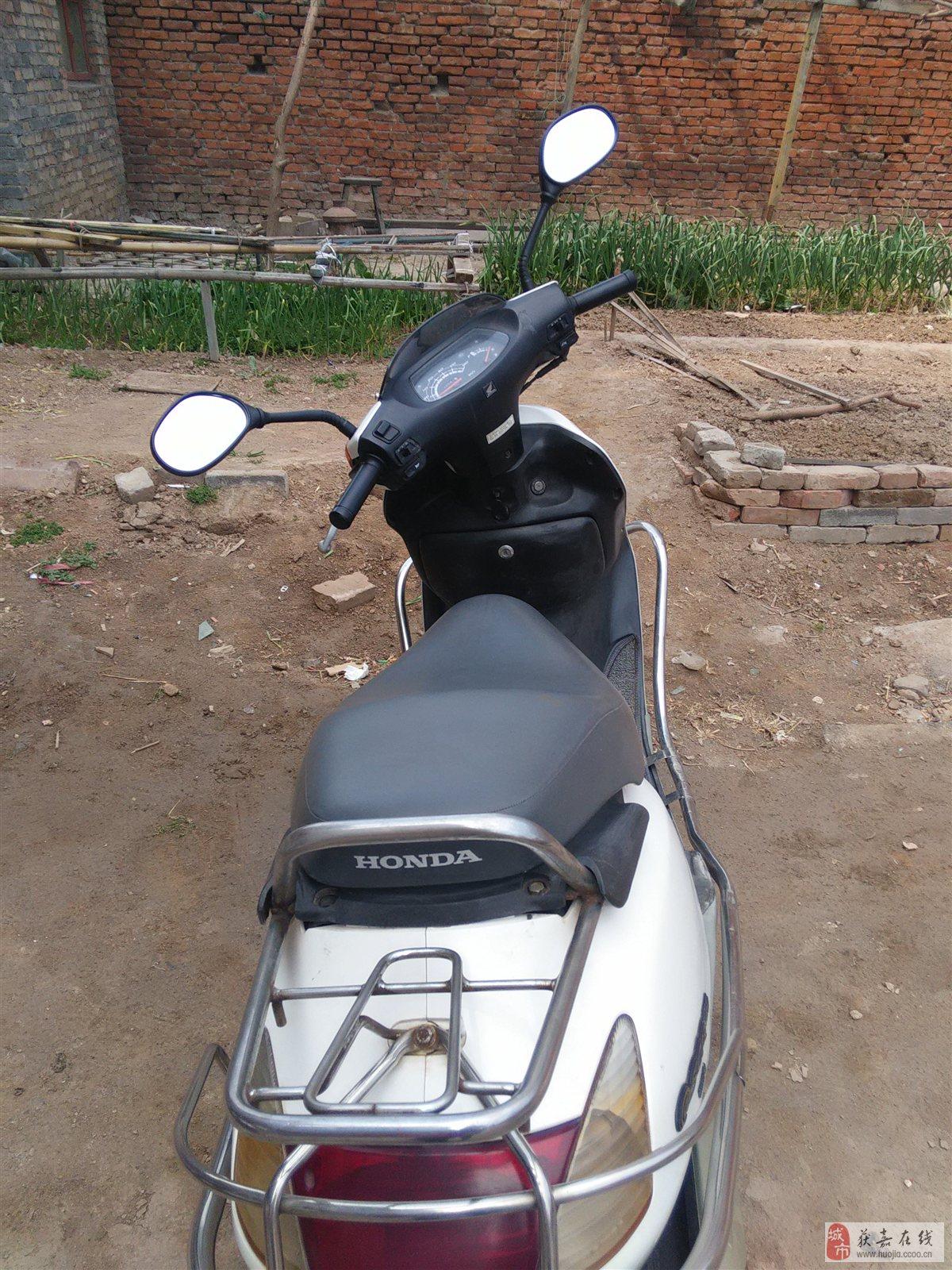 八成新的五羊公主踏板摩托车