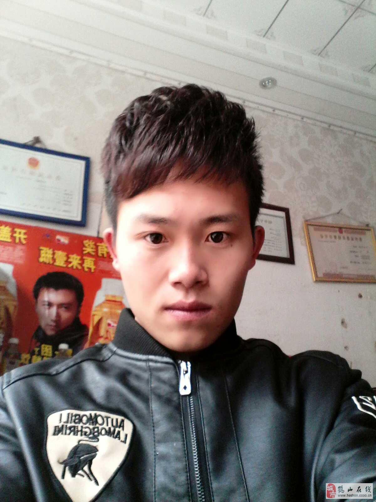 李大强(男,23岁)