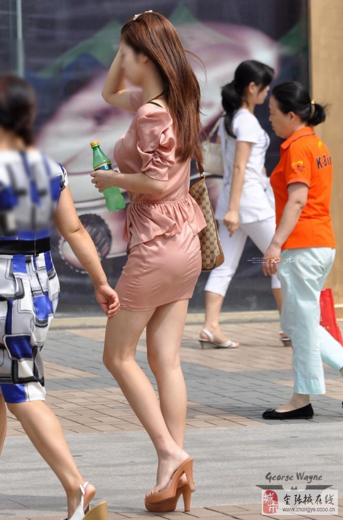街拍短裙裸腿漂亮两美女图1_街拍_天极图片-街拍性感大腿图片
