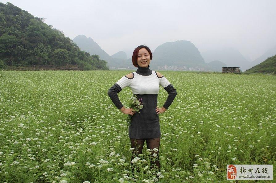 201449与丝袜美女一起徒步千亩野花