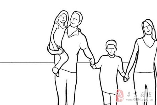 让一家人手牵手迎面走过来,连续拍摄,选择各人步伐最好的一张,留意