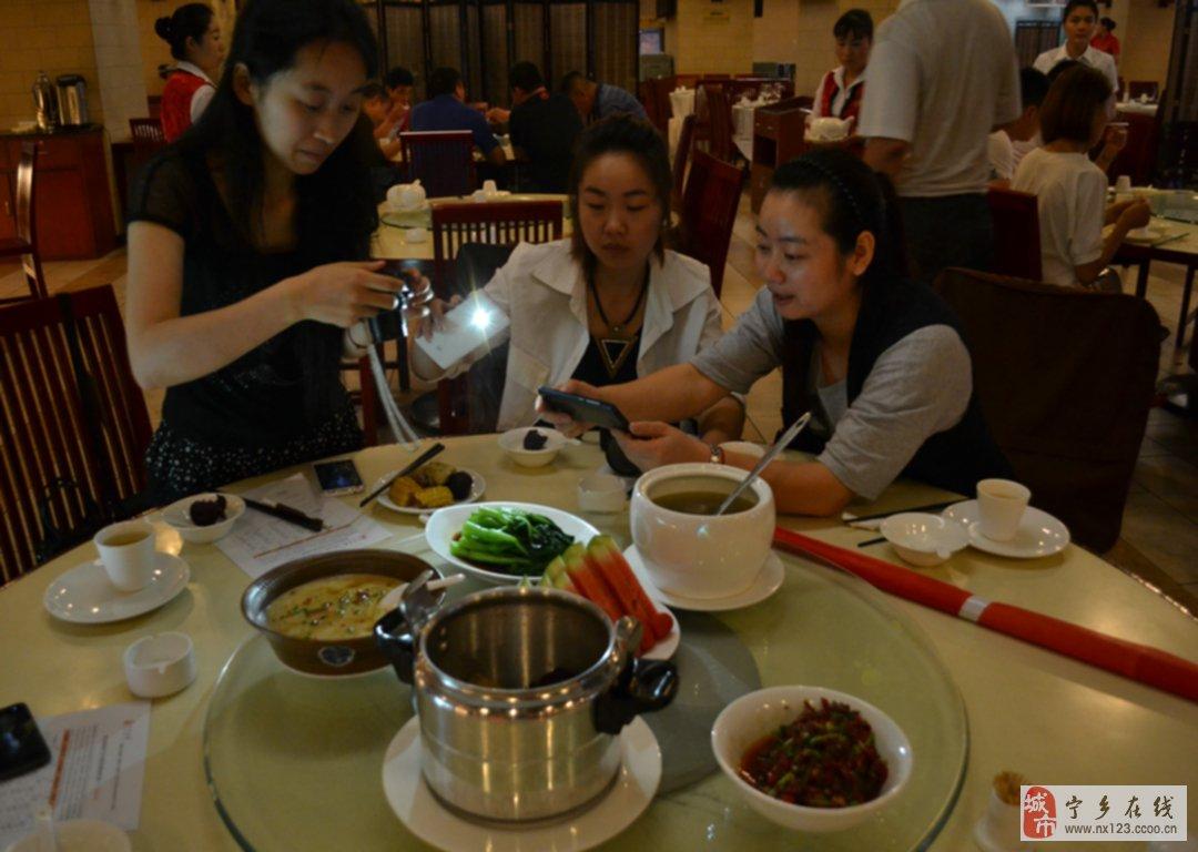 在宁乡通程陪美女少妇吃饭!