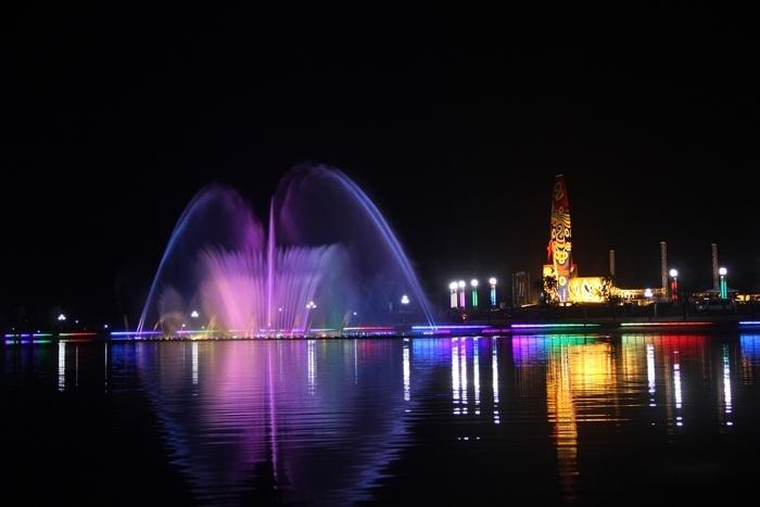 县国泰民安的大小8个广场;设计了时尚的大型音乐喷泉