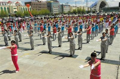 柴达木广场舞比赛在德令哈奥运广场落下帷幕