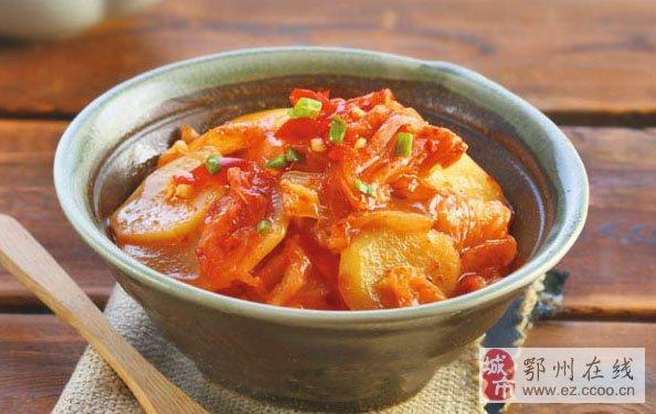 简易开胃韩式辣白菜炒土豆片