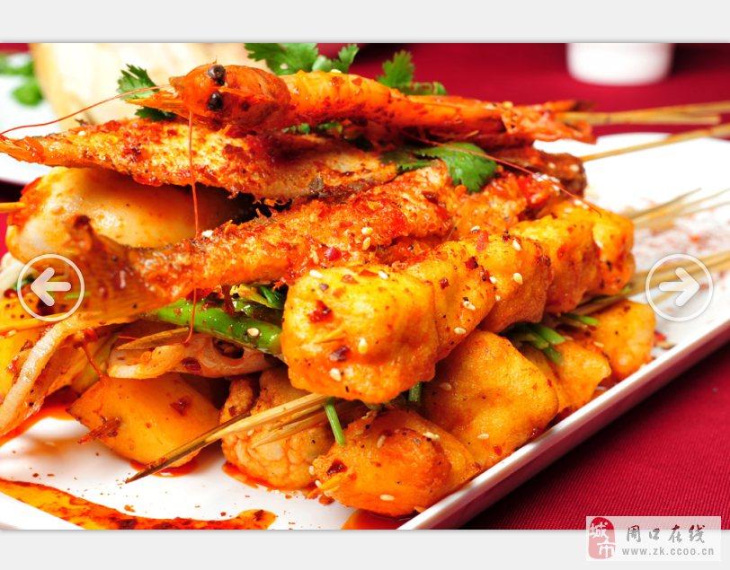 上海天下溢鲜小吃培训学校 电话:021-66289621 王老师 QQ:871952681 培训内容: 肉类:羊肉串、脆骨、牛肉串、牛筋、鸡腿、中翅、翅尖、鸡爪、鱿鱼; 海鲜类:生蚝、扇贝、鲜虾串、秋刀鱼、鲳鱼、鱿鱼; 蔬菜类:韭菜、玉米、金针菇、花菜、青椒、茄子、馒头片、茄子、土豆、蒜台; 酱料:烧烤蜜汁的调配,照烤汁的制作。烧烤香料的选择与制作:老师会教您如何辨别香料的等级如何选择最好的香料,以及如何来利用香料。 教学流程: 老师带领学生去市场挑选和购买原材料清洗原料介绍如何切块及切料的