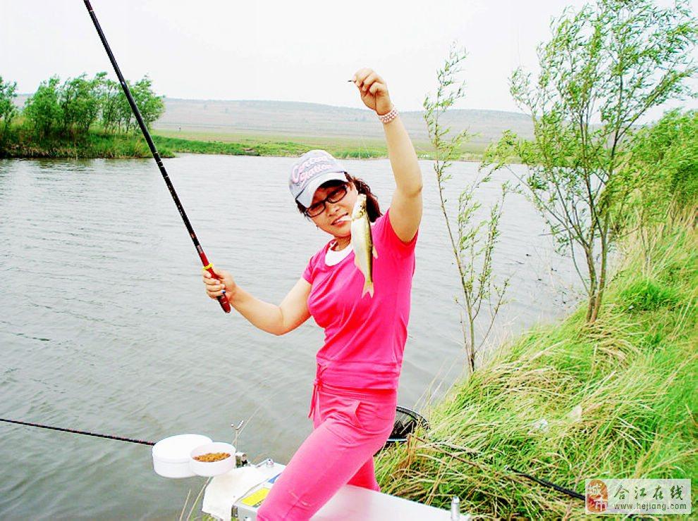 众多美女加入了钓鱼大军