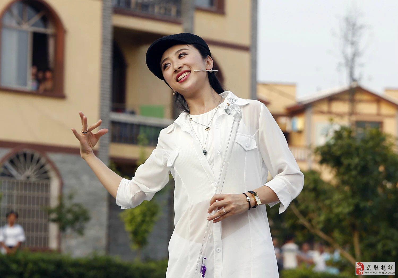 目(图)   陈思思在广安演唱《梦入桃花源》   纪敏佳:在广安演唱《图片