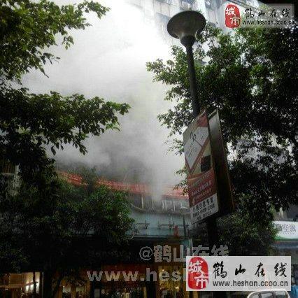 鹤山沙坪新鹤市场对面三楼发生火烛!
