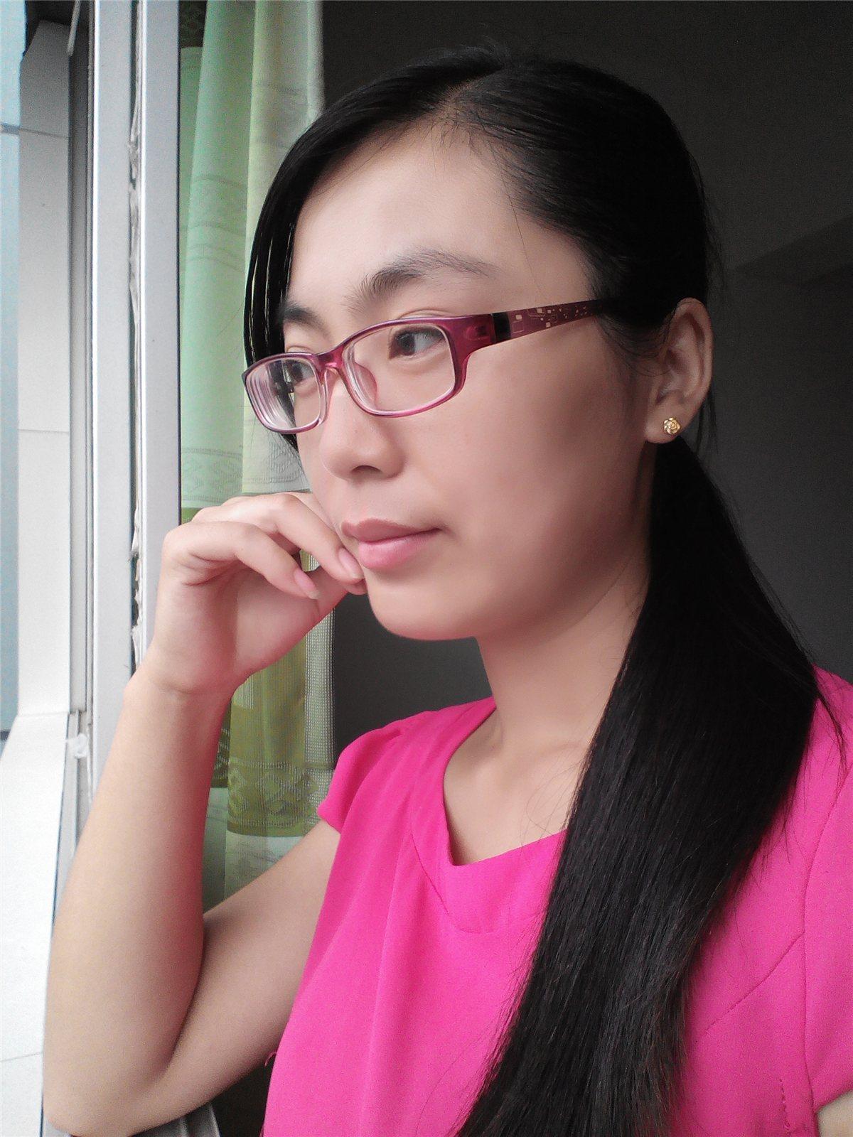 龙川微信美女25号参赛选手:王琴
