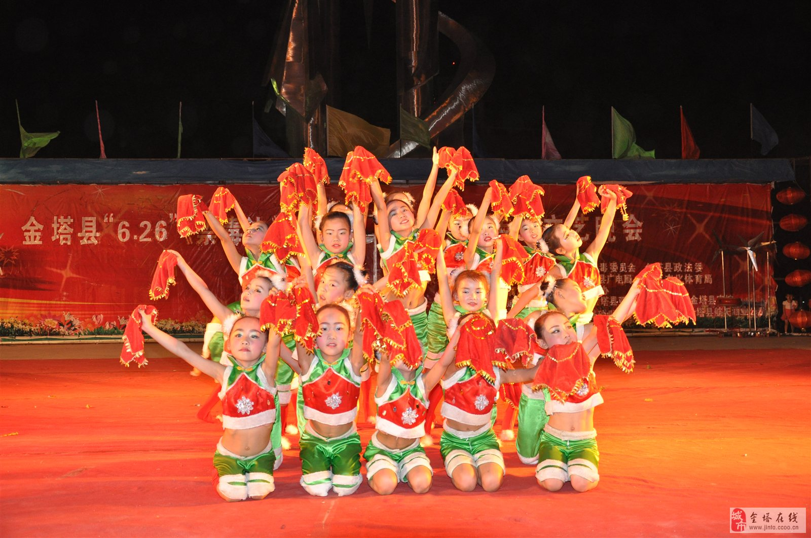 金塔小明星舞蹈学校航天广场演出现场