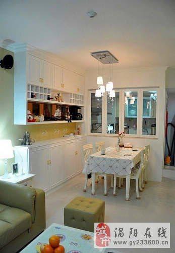 88平休闲小户型婚房 透视背景墙+玻璃厨房引人注目
