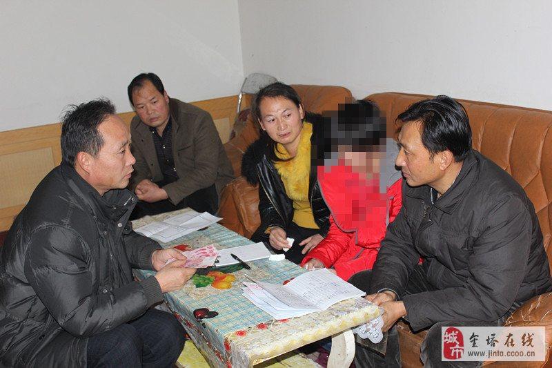金塔县中学高二年级的3名同学走进了赵海燕同学租住