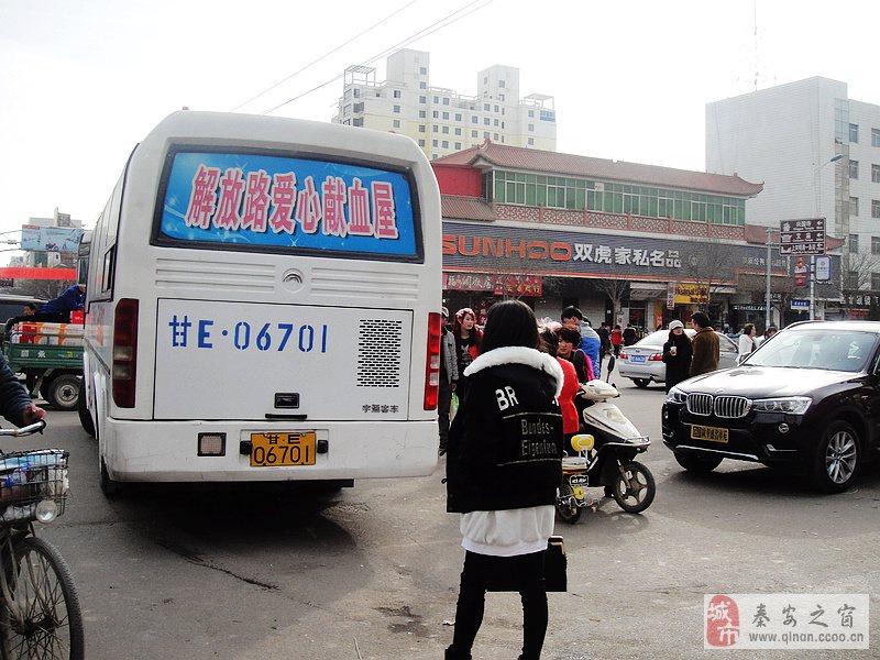 秦安县:繁荣街头随拍
