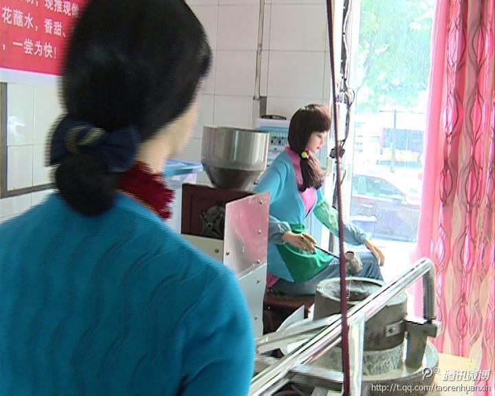 泸州机器人美女推豆花 向传统石磨致敬 酒城茶