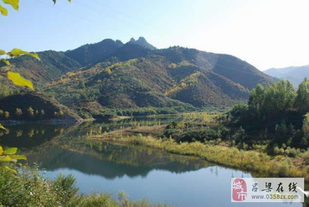南阳沟景区,位于山西省吕梁市方山县积翠乡以东10公里处,山上森林