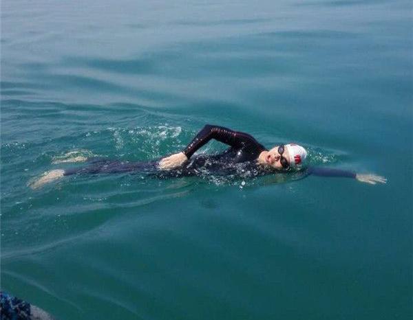 【铅山牛人,为其点赞】铅山新滩乡小伙11小时不间断游25.6公里,成功横渡琼州海峡