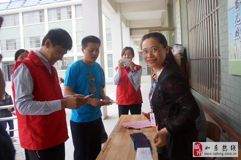 如东江海义工联合会成员海盟汽车陆总捐赠款项