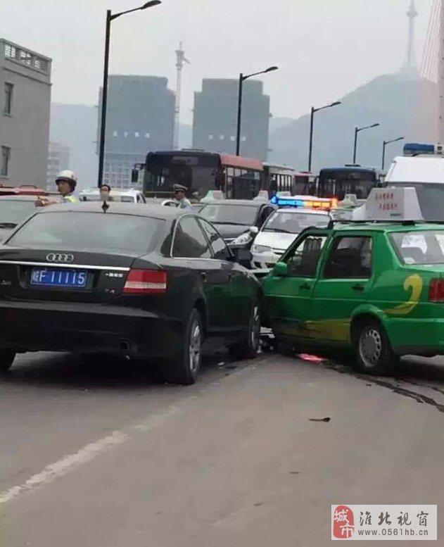 淮北长山路桥三车相撞,车速过快酿事故!