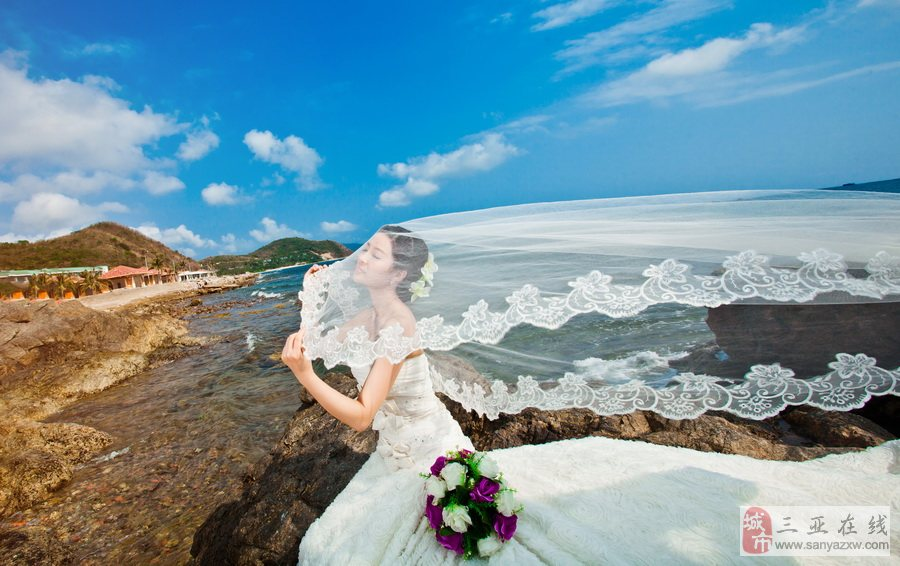 在面纱下拍婚纱照 效果更浪漫