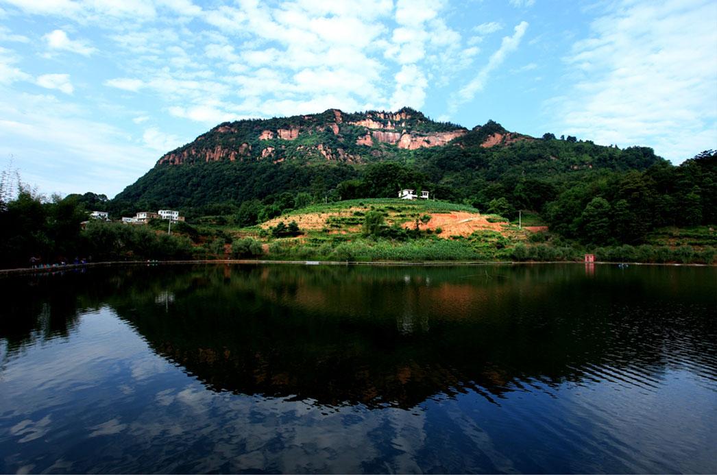 国家aa级旅游景区可久红岩山风景区