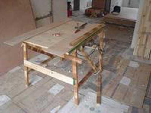木工区钉桌子步骤图片