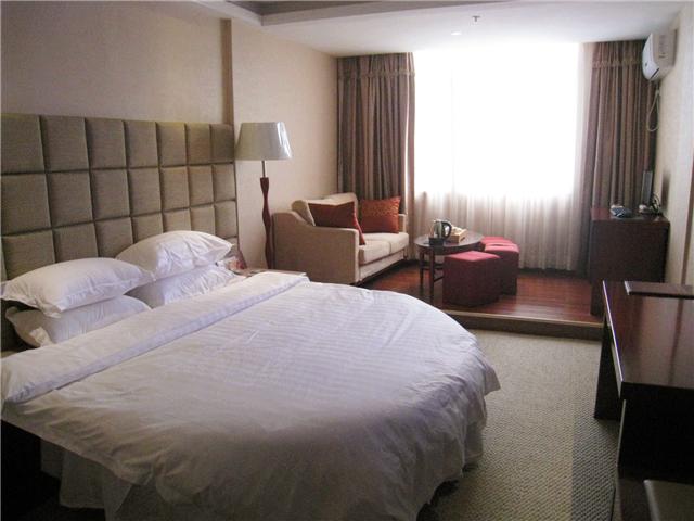 208元的朝阳商务酒店豪华套间1晚