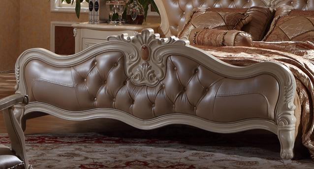 欧式精致雕花软包真皮床赠送床头柜