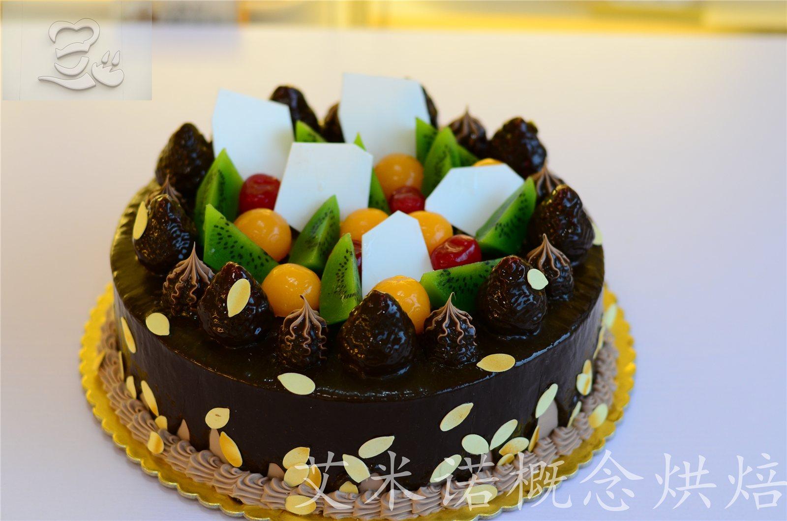 00元 关注度: 商品详情:乔巴森林此款蛋糕为10英寸欧式巧克力水果蛋糕