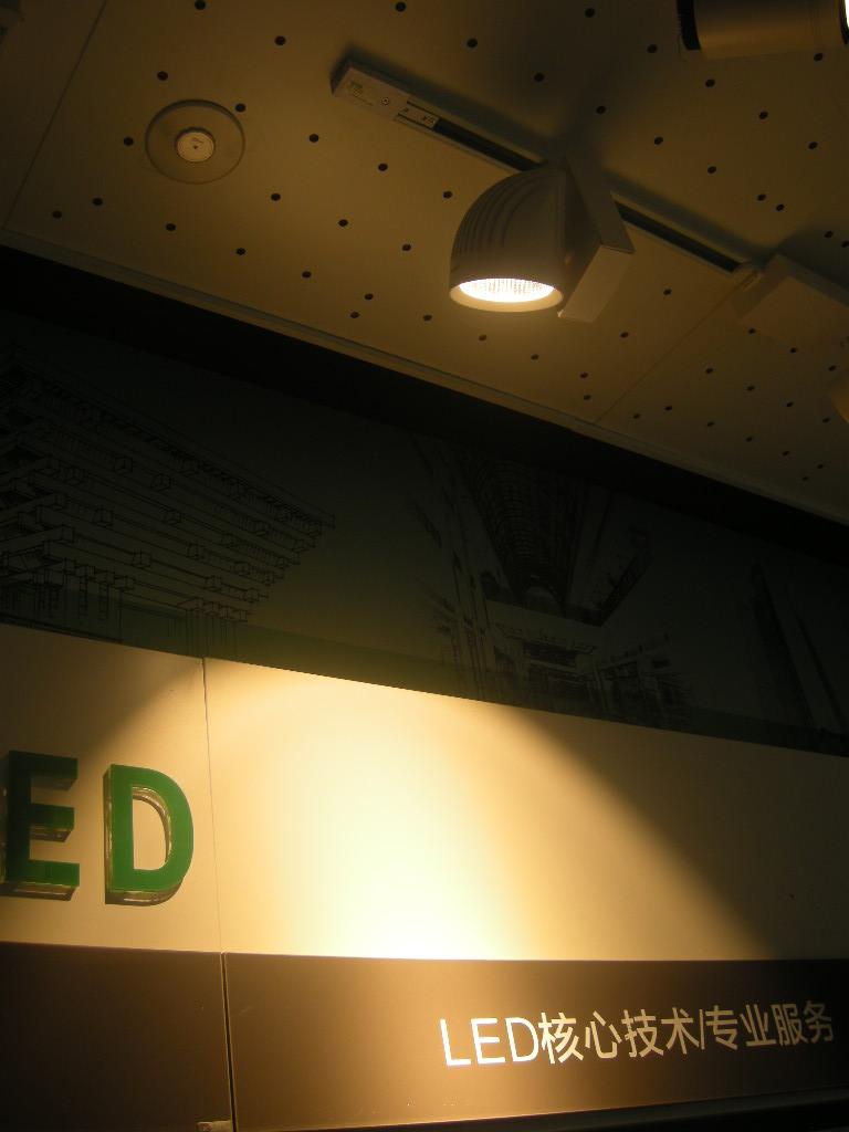 三雄极光智逸LED导轨射灯30w