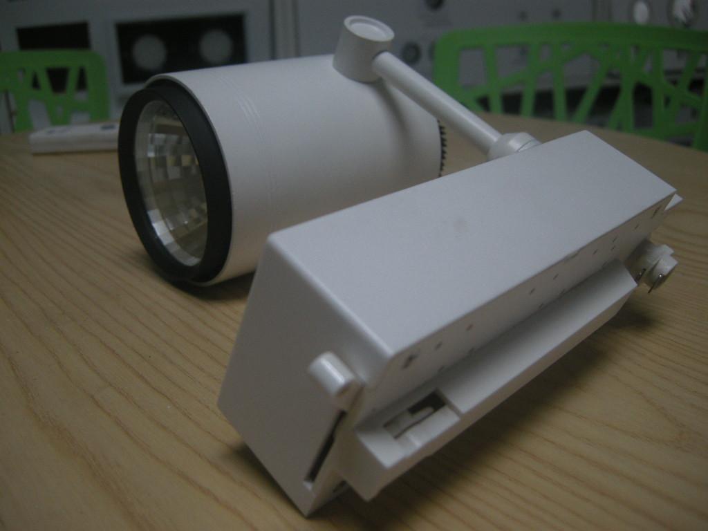 三雄极光明智LED导轨射灯35w