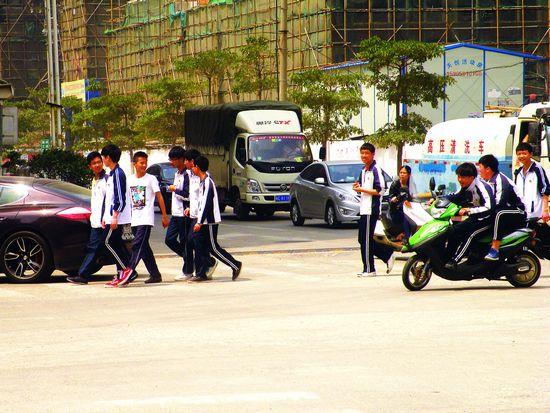 学生交通安全 放学路上的揪心