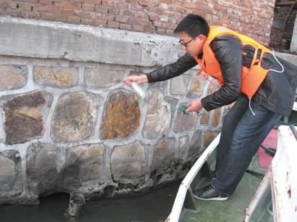 如东县环保局联合如东地方海事局对企业排污情况进行突击检查