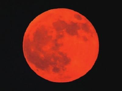 """红色的""""血月亮"""""""