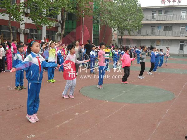 小学生运动会上展风采