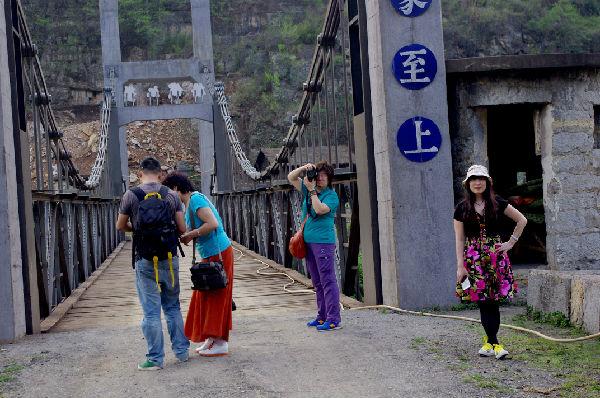 青岛市开发区文联到我县考察文化旅游