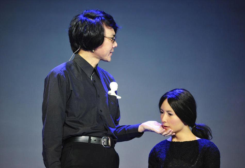 日本研发智能美女机器人