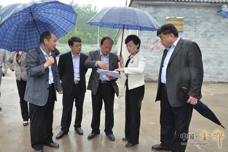 县委副书记,县长董冰视察现代农业项目建设及发展情况