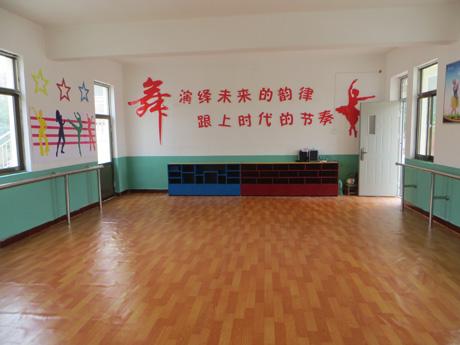 舞蹈室布置图片舞蹈室布  中心小学图片大全下载;图片 教室布置设计图