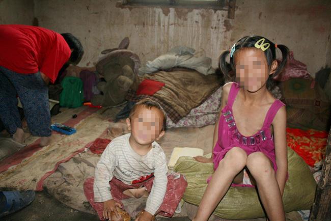 乞讨者流浪41年 铁链锁八个女人生12个孩子图片