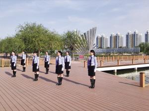 滨州美女交警自拍mv《伤不起》网络爆红