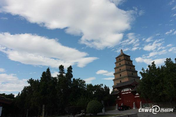 西安开启蓝天白云模式 大雁塔美的让游客不停点赞