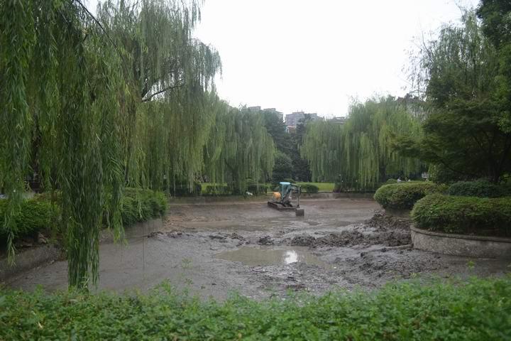 通讯员 华敏 播报)日前,市住建局市政园林管理局启动春秋公园整治工程