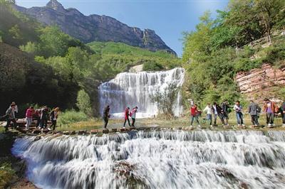 石板岩镇位于林州市西北部,东与姚村镇相连,南与城郊乡接壤,西与