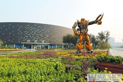 菊展内容包括传统菊展,菊展小品,植物雕塑立体造型,菊花总量约4万盆