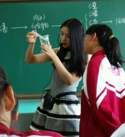 吉林市毓文中学四川籍美女生物老师邓媛媛长相甜美