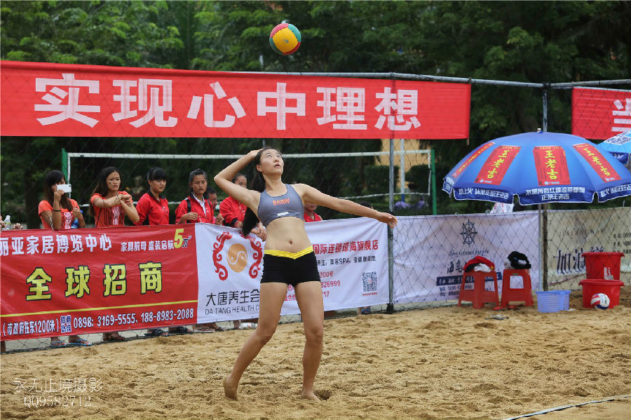 组图 2014海南省大 中学生沙滩排球锦标赛比赛首日精彩瞬间