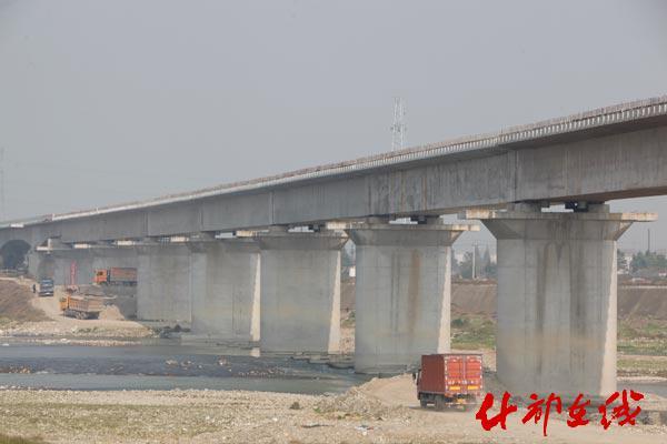 成兰铁路什邡段建设双过半