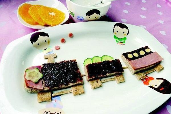 动物爪子造型的红豆饼,黑白红黄绿搭配的食物颜色,充满创意的摆盘