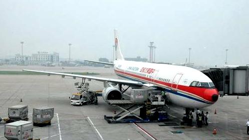 登上飞往北京的航班